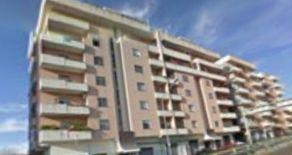 RIONE DE FILIPPIS – Affittasi \ Vendesi attico arredato composto da 5 vani oltre doppi servizi e terrazza di 500 mq
