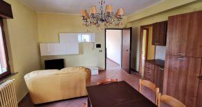 SIANO – Affittasi appartamento trilocale arredato e luminoso di circa 70 mq con p auto e cantina