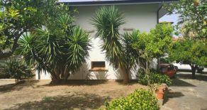 RICADI (vv)- S. NICOLO' DI RICADI. Via della stazione. Vendesi Villa singola su due livelli di 293 mq interni da ristrutturare oltre ampio giardino e corte pavimentata di 500 mq circa + magazzino di 60 mq.