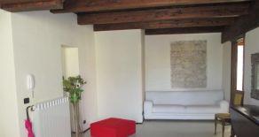 Catanzaro centro – quartiere Maddalena. affittasi appartamento su due livelli, arredato.