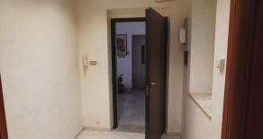 CATANZARO CENTRO VIA CRISPI. Affittasi appartamento al primo piano di stabile signorile, arredato solo di cucina.