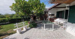 Montauro – Localita' Conca a 700mt dal mare affittasi appartamento con sei p. letto a luglio. Appartamento autonomo con giardino e cortile pavimento + barbecue.