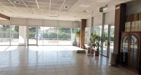 MARTELLETTO – SETTINGIANO PRESSI CENTRO COMMERCIALE VALLE DEL CORACE. Affittasi locale commerciale di circa mq 400 al piano terra con vetrine.