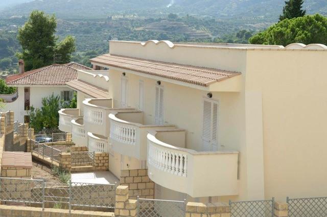 Pietragrande vendesi affittasi ville con giardino in - Rifiniture giardino ...