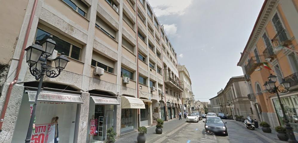 Catanzaro centro corso mazzini affittasi 2 ampi for Affittasi stanza uso ufficio