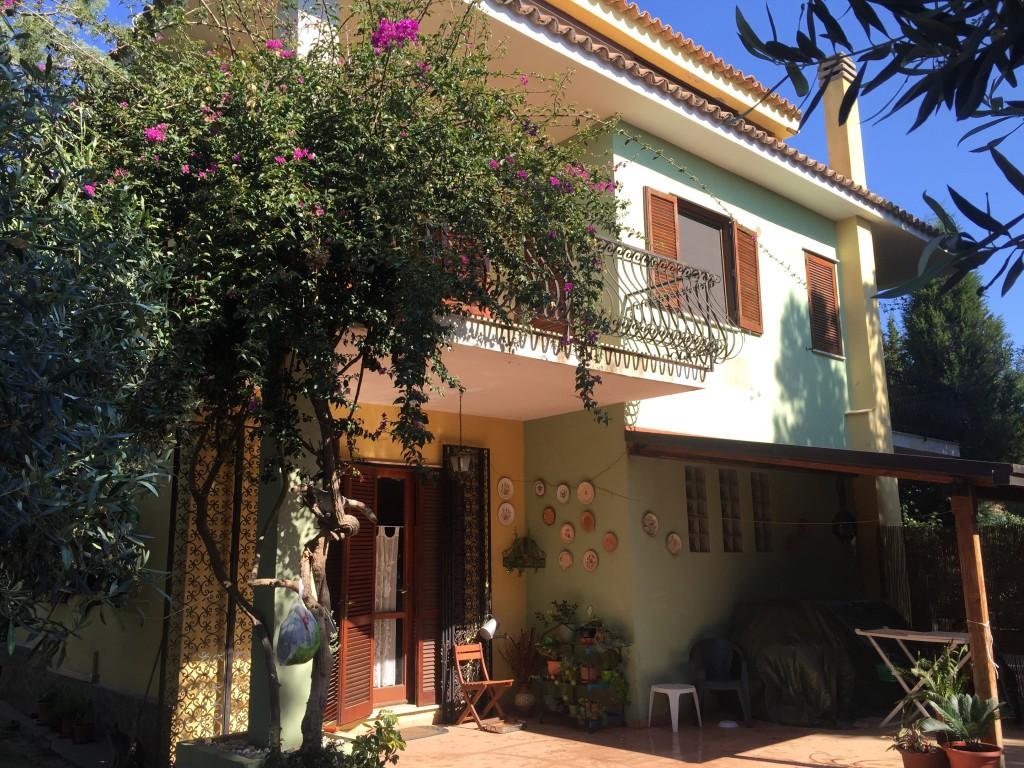 Copanello alto stalett vendesi affittasi villa intera for Piani di coperta autoportanti
