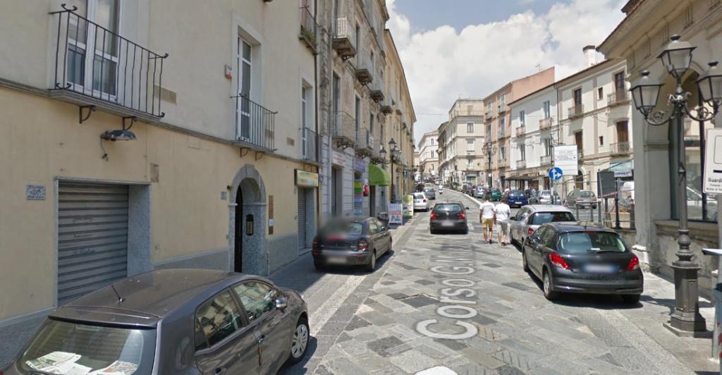 catanzaro centro piazza roma affittasi mansarda ben