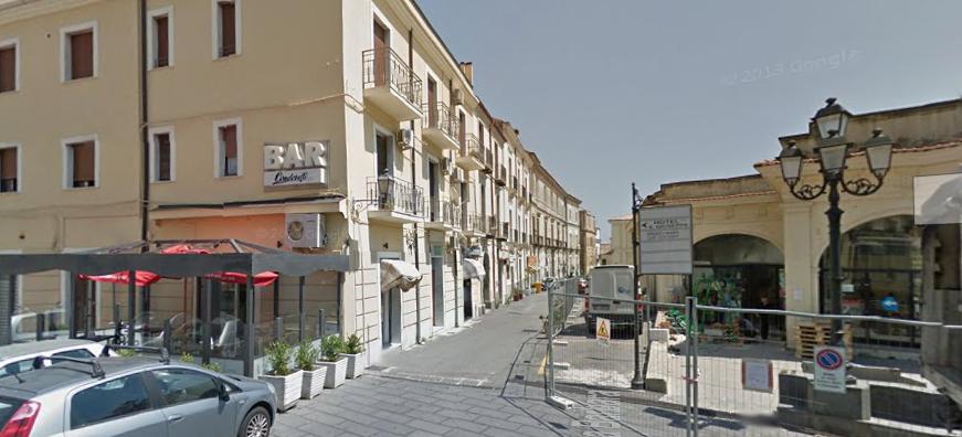 Catanzaro centro piazza roma via santa barbara vendesi for Centro convenienza arredi catanzaro catanzaro cz